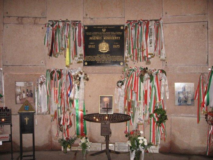 Il Papa difende la Chiesa. Lettera commovente di Pio XII per l'episcopato ungherese all'arresto del Card. Mindszenty