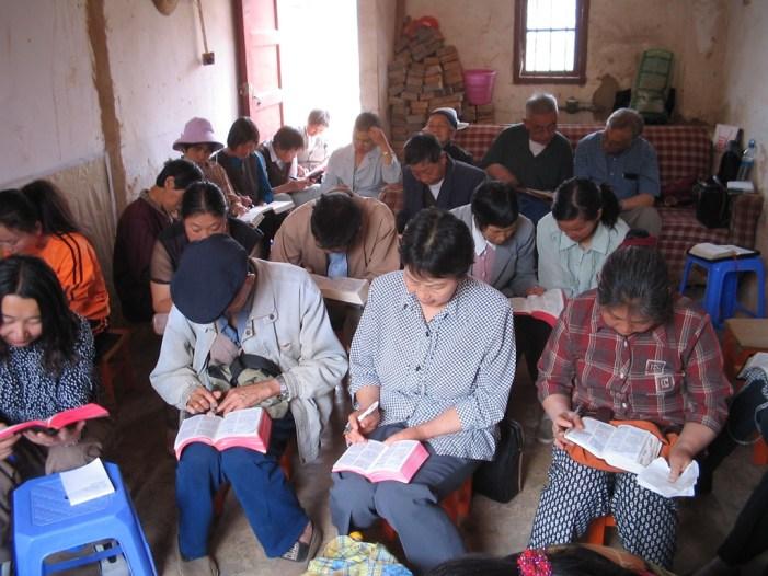 La persecuzione dei cristiani in Cina passa anche dall'assistenza.