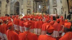 """Uno strano concistoro. Senza incontro con i cardinali. Per non rispondere ai """"dubia""""?"""