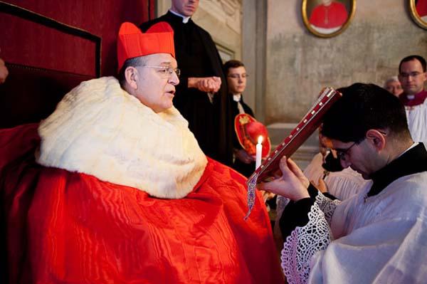Monizioni canoniche: alcuni cardinali stanno per compiere un 'atto di correzione formale' verso Bergoglio?