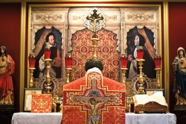 Ordinato sacerdote il figlio del primo ministro polacco. La sua prima Messa sarà la Messa di sempre