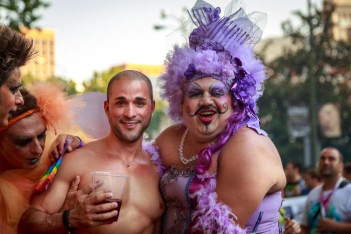 Quelli che il gay pride è legittimo. E bontà loro, anche una processione.
