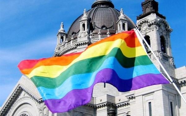 Bergoglio ci sta conducendo verso una Chiesa Gay?
