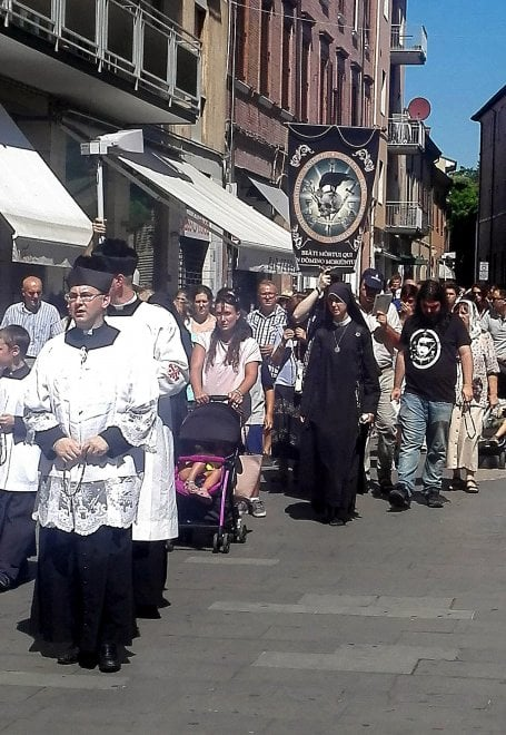 """[PROCESSIONE RIMINI] """"Trattati come lebbrosi dalla Chiesa di Rimini"""""""