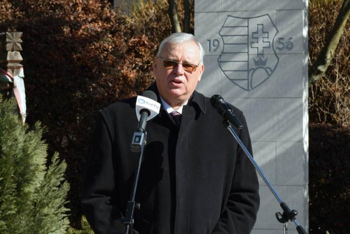 Deputato ungherese: pregare il Rosario per sconfiggere l'attacco di Soros alla famiglia e al Paese