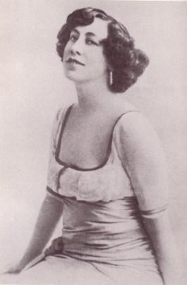 Olive Custance (1910 ca.)