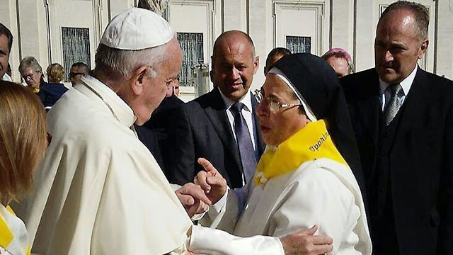 Una suora blasfema amica di Bergoglio