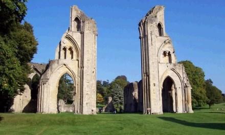 R. H. Benson: Enrico VIII, la rivoluzione anglicana e la distruzione dei monasteri