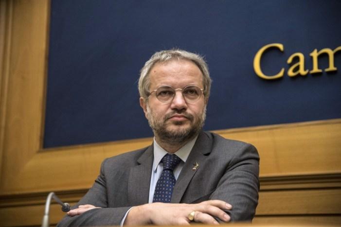 Claudio Borghi alla Camera: l'Italia deve andare a testa alta