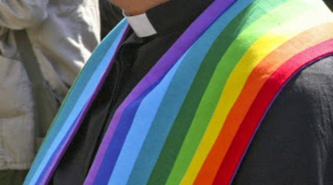 Prete rompe i ranghi e rivela la sottocultura gay in un importante seminario del Regno Unito