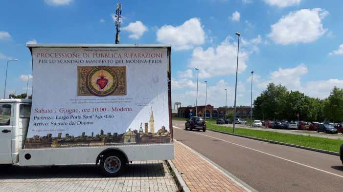 Modena: parte il camion-vela della processione di riparazione!