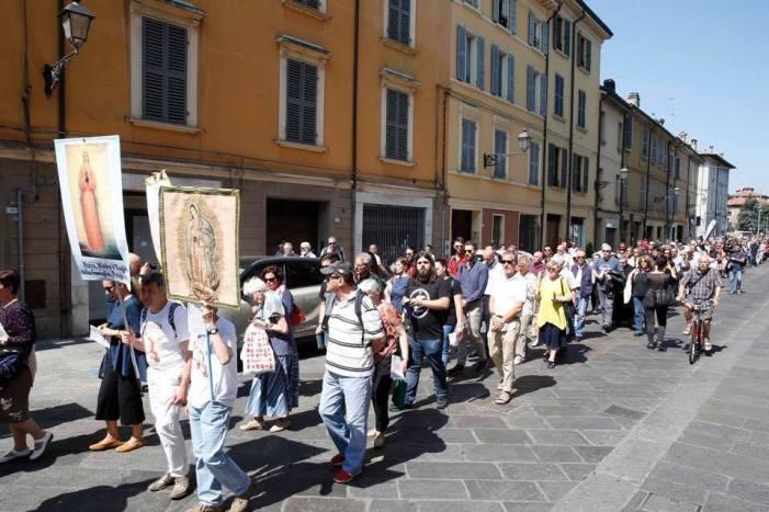 Torna a Rimini (27 luglio) la processione di riparazione per il Pride. Vive polemiche in Comune