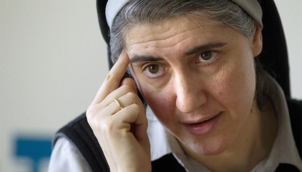 """Teresa Forcades. La """"monaca"""" femminista, queer e aperta all'aborto"""
