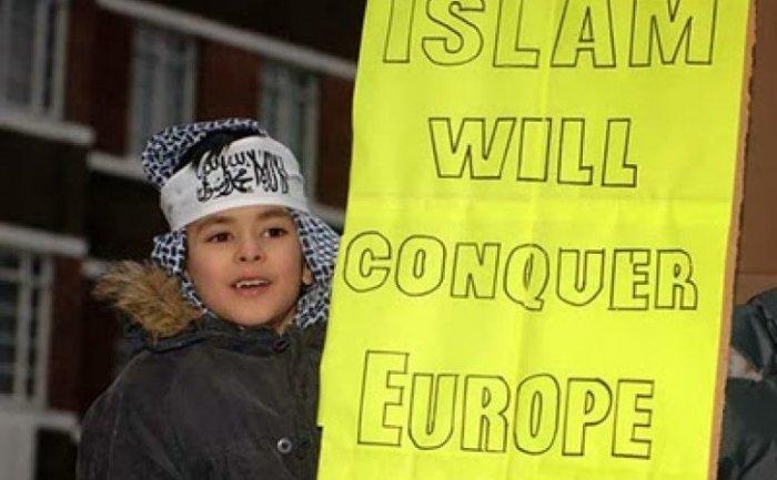Rapporto Fondazione FareFuturo, citato da AdnKr: «nel 2100 mezza Italia potrebbe essere islamica»