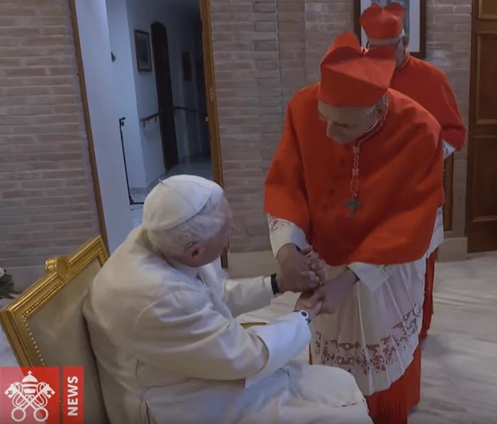 [Video] Ratzinger, alla vigilia del Sinodo, omaggia Francesco e i neocardinali ultraprogressisti