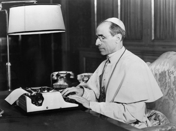 [AI PIEDI DEL TRONO VUOTO] Padre Cekada a colloquio con Pio XII sulla riforma della Settimana santa