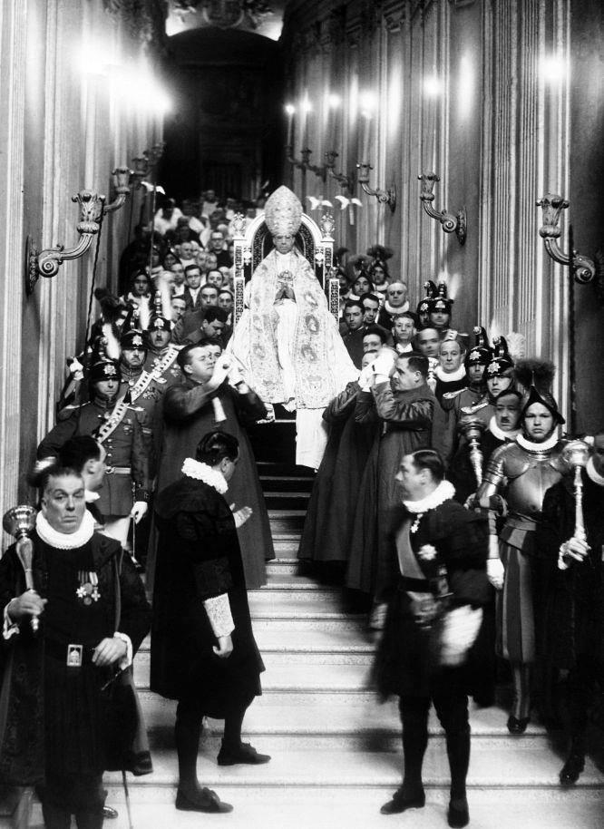 La Liturgia Papale immagine del Paradiso