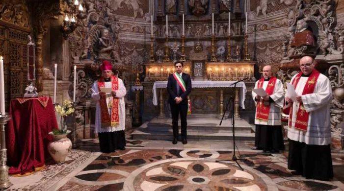 Coronavirus. Arcivescovo e Sindaco di Catania in preghiera davanti al Velo di S. Agata