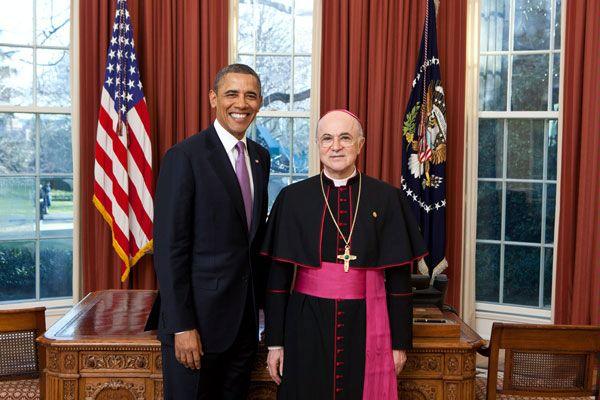 """Mons. Viganò accusa il card. Sarah: """"Grave pregiudizio alla verità"""". Il pasticcio dell'appello."""