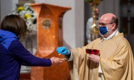 """La decisione della sindaca di Galeata (Forlì): """"Niente prima comunione ai bimbi senza il tampone, il parroco è d'accordo"""""""