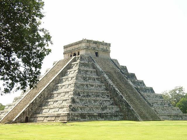 Chichen Itza Tempelpyramide - Makl_Nbg CC