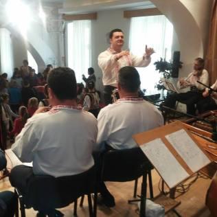 Ansamblul Banatul dirijor orchestra Sebastian Rosca