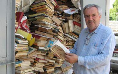 Radu-Ciprian Pop, lângă sutele de volume primite de la ascultători