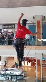 echilibristica la Iulius Mall highline Flaviu Cernescu si George Ciprian Lungu iulie 2015 (14)