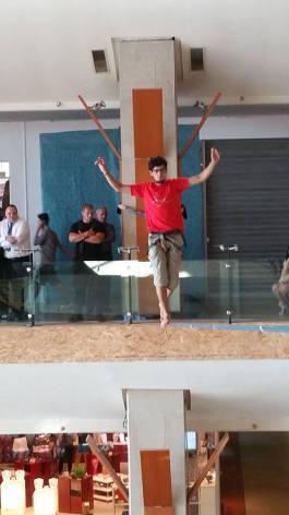 echilibristica la Iulius Mall highline Flaviu Cernescu si George Ciprian Lungu iulie 2015 (5)