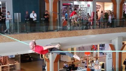 echilibristica la Iulius Mall highline Flaviu Cernescu si George Ciprian Lungu iulie 2015 (7)