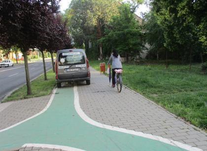 masini parcate pe piste biciclete (1)