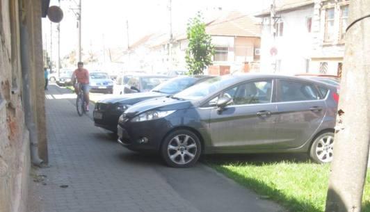masini parcate pe piste biciclete (2)