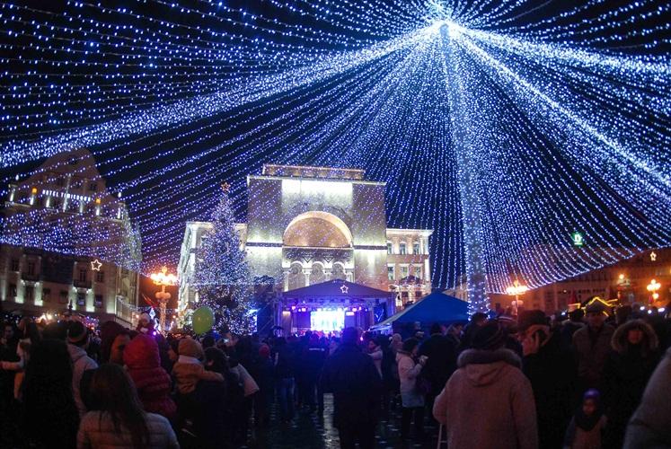 iluminat-festiv-targ-tm-1-12-48