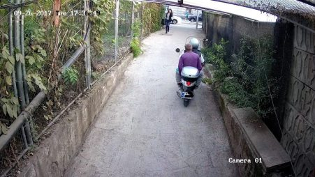 moped motor pasaj pietonal (2)