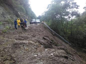 alunecare de teren sarmizegetusa (2)