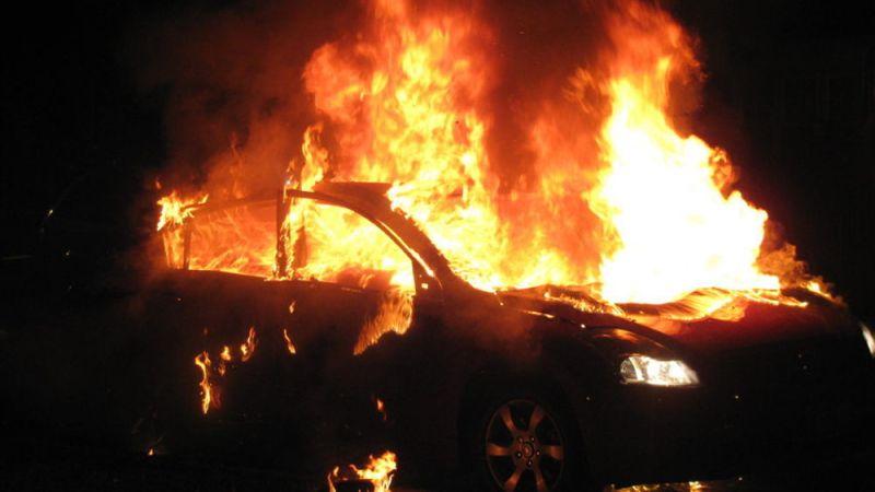 Lentini, incendio nella notte. A fuoco una macchina. E' di probabile origine dolosa.