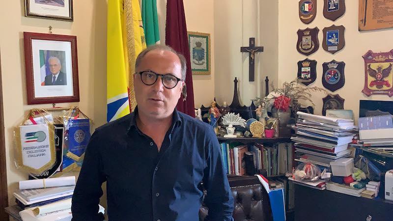 """Noto, Migranti risultati positivi. Il sindaco Corrado Bonfanti: """"Nessun  contatto, nessun contagio e quarantena in sicurezza"""" - Radio Una Voce Vicina"""