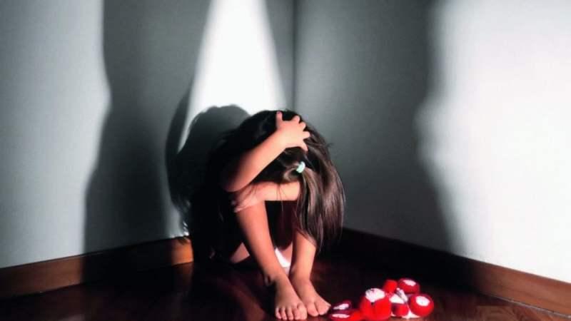 Francofonte, il padre abusava della figlia, la madre è complice. Rinviata a giudizio per violenza sessuale