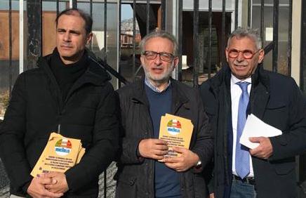 Belvedere, cani randagi per le strade del quartiere: la denuncia dell'ex parlamentare regionale Vincenzo Vinciullo