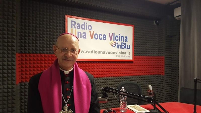 Carlentini, il vescovo di Caltanissetta S.E. Mons. Mario Russotto visita gli studi di Radio Una Voce Vicina InBlu