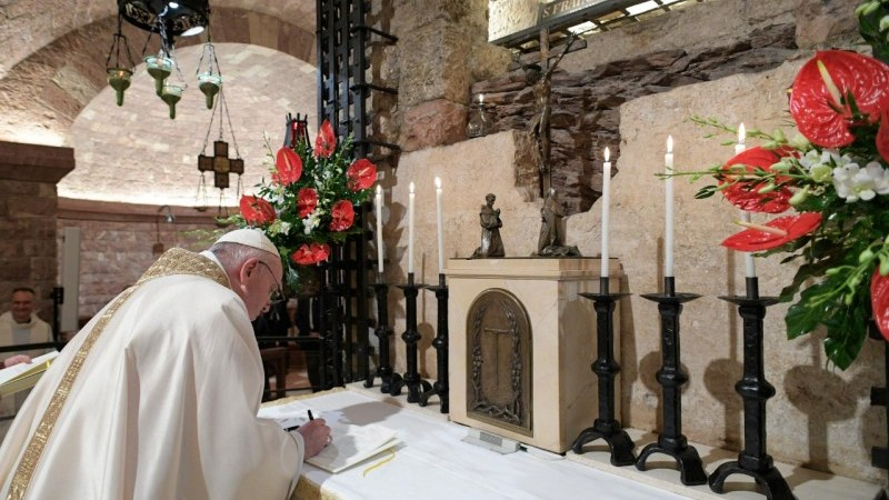 "Assisi, Papa Francesco firma l'enciclica ""Fratelli tutti"""