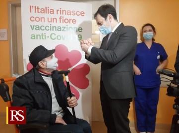 Razza visita il centro vaccinale del San Marco (Ct)