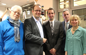 Personen auf dem Bild (v.l.n.r.): Rolf Zawada, Martin Knabenreich, Timo Fratz, Dr. Werner Efing und  Astrid Weyermüller. Foto: Radio Bielefeld