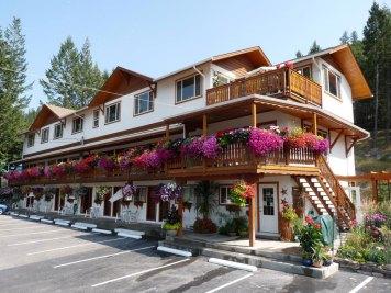 The-Gateway-Radium-Hot-Springs-outside-main-hotel-view