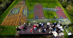 A flower mosaic representing Big Ben and Tower Bridge is pictured in the Keukenhof in Lisse, on May 2, 2013. The theme of the flower garden for 2013 is the United Kingdom Land of Great Gardens. AFP PHOTO/ANP KOEN VAN WEEL / AFP PHOTO / ANP / Koen van Weel