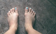 Am conscious of my wide (& slightly mangled) feet, but sharing for @toms one day #withoutshoes
