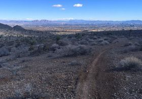 I've ran this several times this season & can't get tired of this view. It's a gradual 6mi uphill but gorgeous downhill. Can't wait to take a few more this weekend to see this trail! #trailjunkie #trailrunning #nuunlife #stayhydrated #trailrunningvegas #taur #ultratraining [instagram]