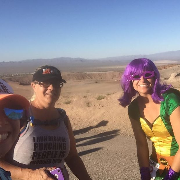 A day at the races wouldn't be complete without... SELFIES! lol #trailrunningvegas #trailjunkies #bootlegbeatdown #beyondvegas #stonebrewingco