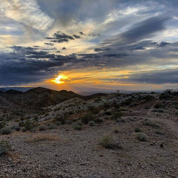 #tbt to that Henderson sunset last Monday. I punched up the colors and the photo still doesn't compare to the actual experience 😎 If you look at the horizon closely, you'll see the Las Vegas Strip. #trailrunningvegas