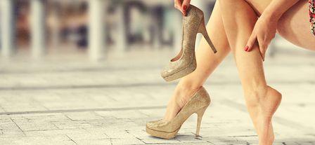 Почему перед месячными болят и отекают ноги